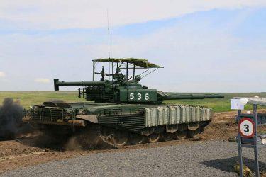 ミサイル防衛バイザーを装備したT-72B3戦車